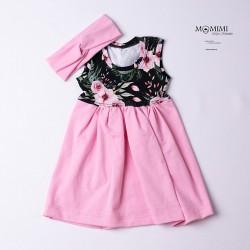 Světle růžové šaty s květy...