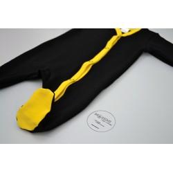 Overal černý se žlutou