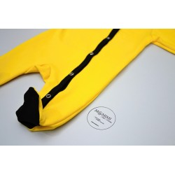 Overal žlutý s černou